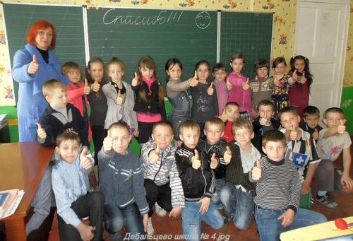 Детям Дебальцевской школы № 4 к празднику Пасхи Компания ТСО  подарила школьную доску