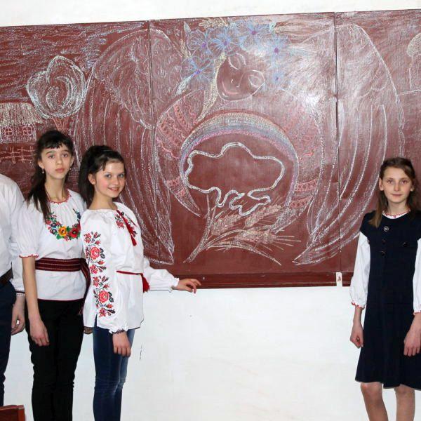 Малоантонівське НВО - дитячий садок. Участь приймали учні 6-го та 8-го класів. 1